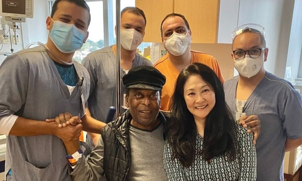 'Punching the air': Pelé leaves hospital to undergo chemotherapy