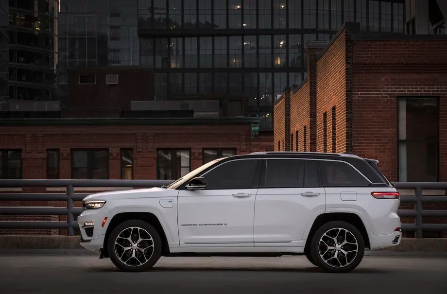 The first plug-in hybrid Jeep Grand Cherokee is here